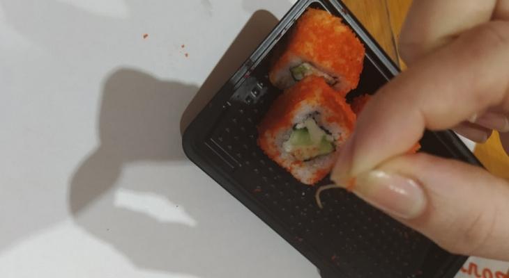 Рыба с червями и глисты в роллах: мерзости в еде владимирцев