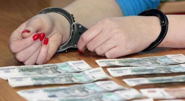 Женщина украла из сейфа магазина более 100 тыс.рублей