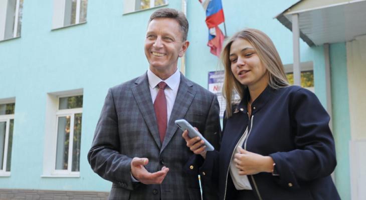 Владимир Сипягин вместе с дочкой проголосовал за поправки в Конституцию