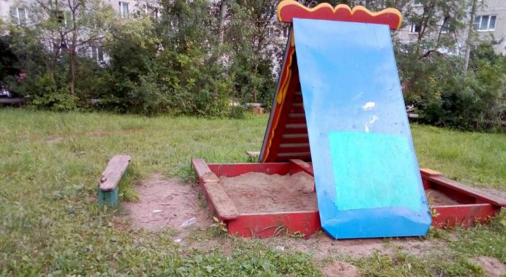 Жильцы домов на Нижней Дуброве требуют вернуть детскую площадку
