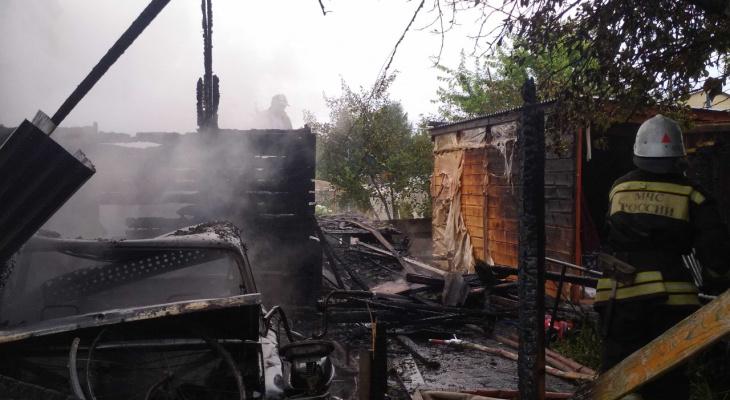 В Вяткино от пожара сильно пострадал частный дом