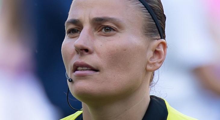 Женщина-арбитр будет судить футбольный матч во Владимирской области