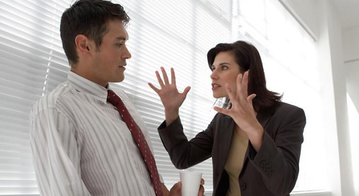 Высокомерие и лень: какие привычки в коллегах не нравятся владимирцам?