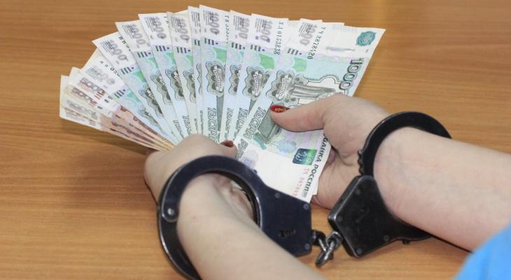 Судебный пристав во Владимирской области забирала себе деньги должников