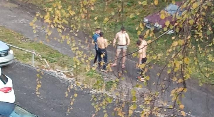 Во Владимире по проспекту Строителей разгуливали полуголые парни