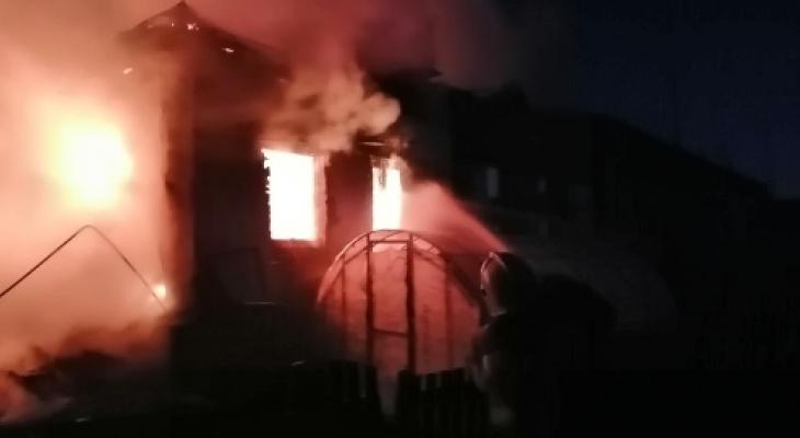22 человека спаслись из полыхающего дома во Владимирской области