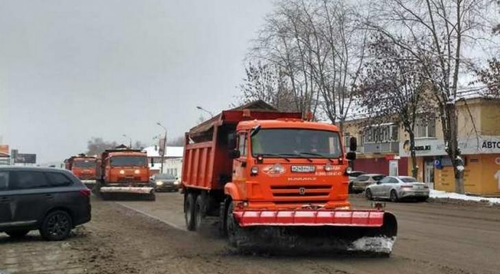 """50 единиц техники устраняют последствия """"ледяного дождя"""" во Владимире"""