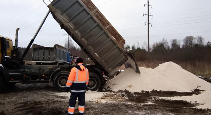 С места крушения поезда под Владимиром вывозят загрязненный грунт