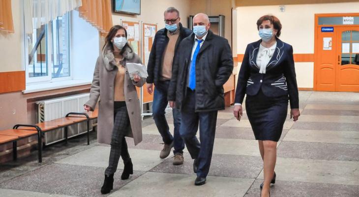 Власти освободили родителей от оплаты охраны во владимирских школах