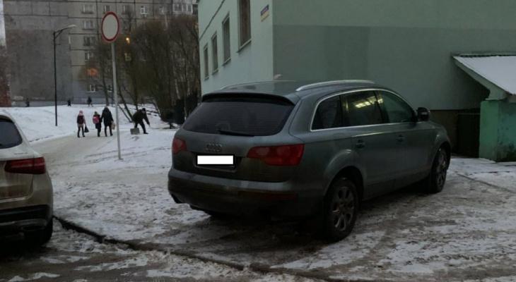 Автохамы Владимира превращают тротуары в места для стоянки