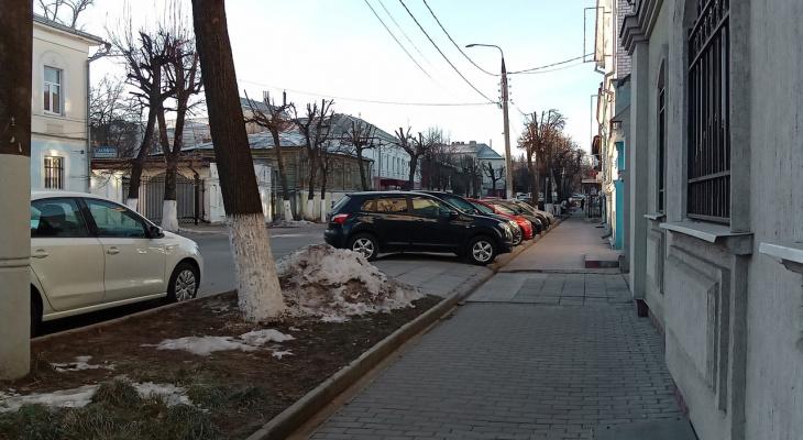 Ставить или не ставить: можно ли владимирцам парковаться на 1-Никольской?