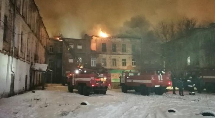 В Собинке страшный пожар в многоквартирном доме. Эвакуируют жильцов