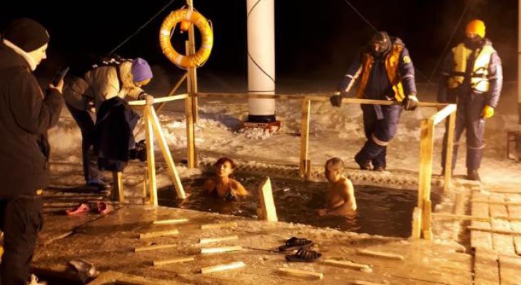 Фотографии с крещенских купаний, от которых вам станет холодно