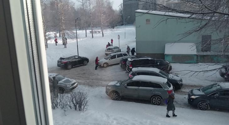 """Во Владимире """"гении парковки"""" создают неприятности для жителей"""