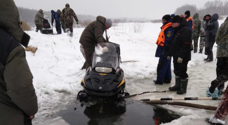 Во Владимирской области ищут двух провалившихся под лёд рыбаков