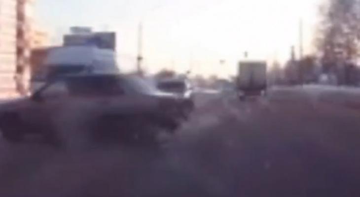 Опубликовано видео аварии с каретой скорой помощи во Владимире