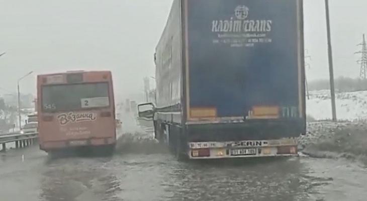 На Пекинке талый снег превратился в бурные реки