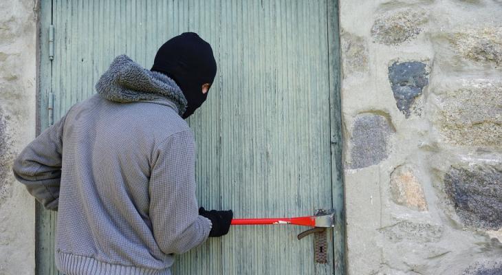 Ничего святого: житель Вязниковского района украл металл с крыши часовни