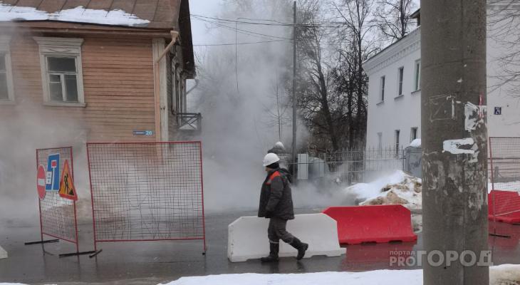 """Жители Луначарки: """"Из-за нового порыва труб кипятком ошпарило рабочего"""""""