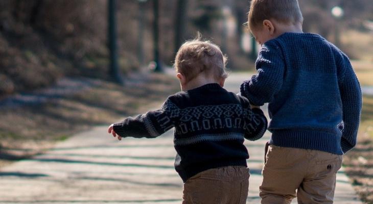 Во Владимире детсадовец собирает бычки на улице и предлагает детям в группе научить их курить