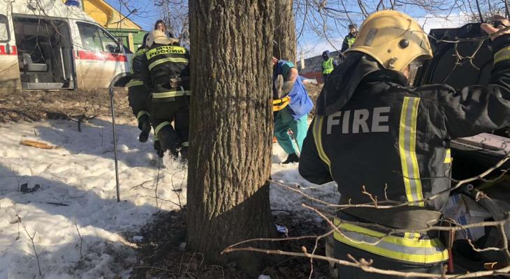 Смертельное ДТП: в Кольчугине автомобиль врезался в дерево