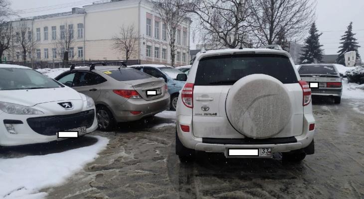 """""""Гении парковки"""" и """"мастера вождения"""": 5 самых наглых автохамов этой недели"""