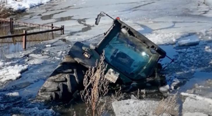 В Суздальском районе трактор с навозом провалился под лёд