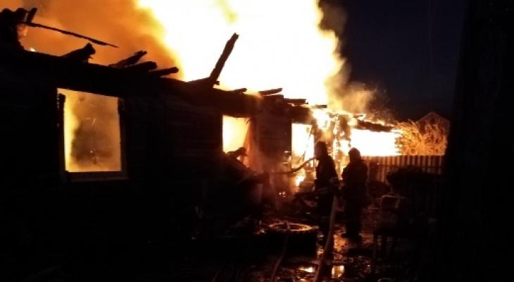 Жуткий пожар во Второво: пожарных вызвали слишком поздно