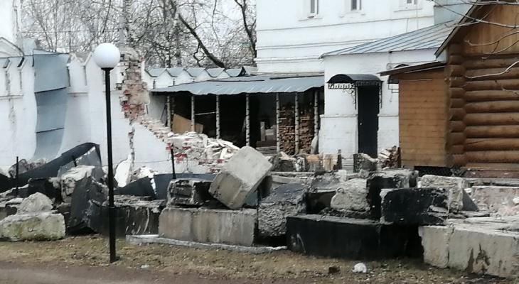 В Муроме обрушилась стена монастыря Петра и Февронии