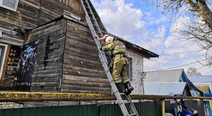Во Владимирской области из горящего дома спасли девочку