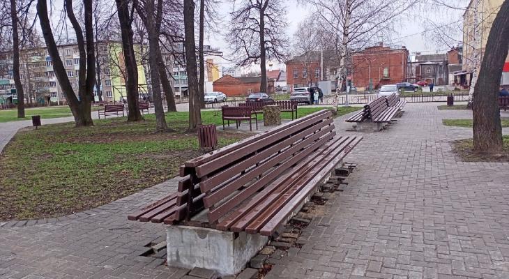В парке в Юрьев-Польском мужчина пристает к девочкам-подросткам