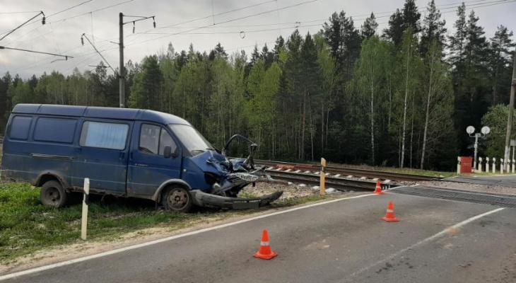 """Во Владимирской области поезд столкнулся с """"ГАЗелью"""""""