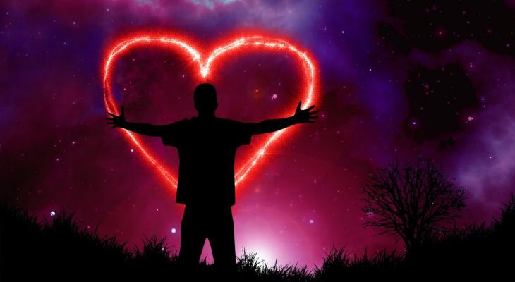 4 знакам Зодиака светит удача в любви, 3 знакам день сулит успех в работе