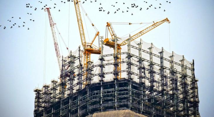 Руководитель строительной компании обвиняется в получении крупной взятки