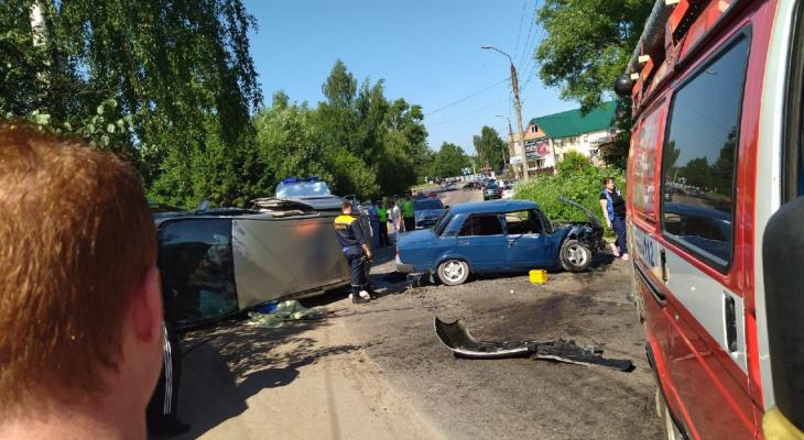 """Массовое ДТП в Александрове: """"Тойота"""" сначала врезалась в 5 машин, а потом еще в одну"""