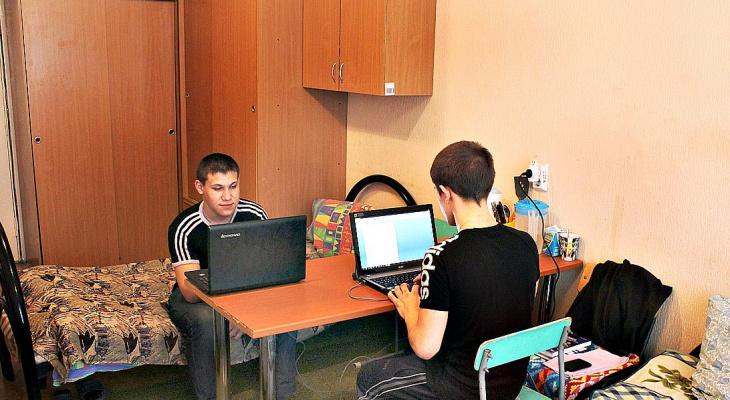 ВУЗам разрешили не заселять не привитых от COVID студентов