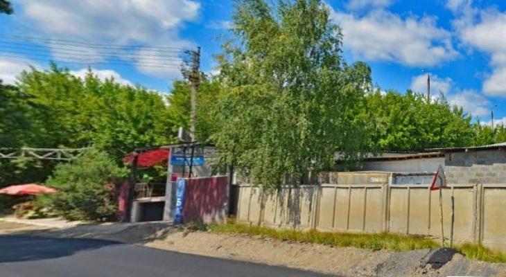 Во Владимире перекрыли целую полосу, чтобы достать машину из кювета