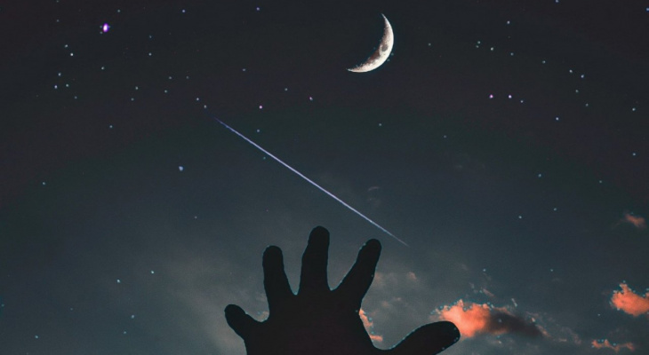 Четырем знакам звёзды обещают романтические приключения, трем - разбитые сердца