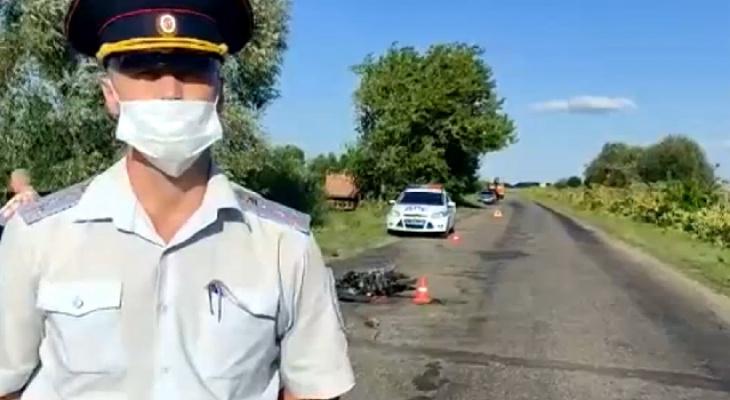 В Муромском районе две девочки на мопеде столкнулись с КАМАЗом