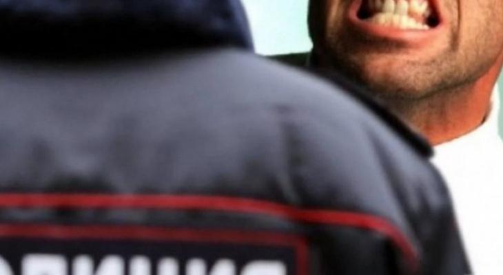 Житель Подмосковья укусил александровского полицейского