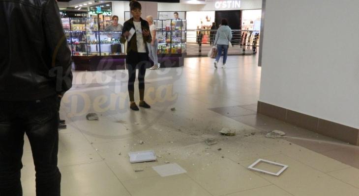 В Коврове в рабочее время рухнул потолок в торговом центре